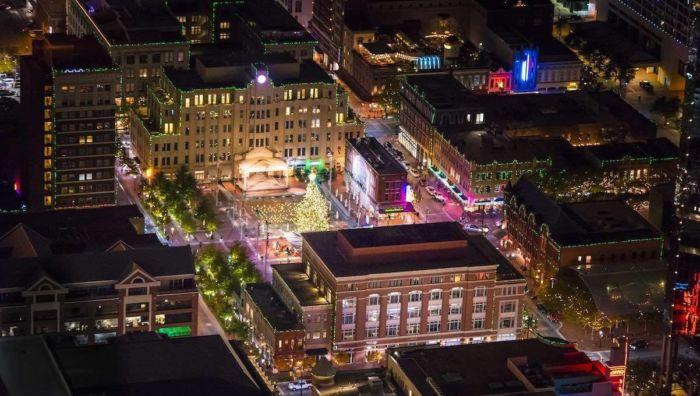 Holiday Lights Tour - Santa's Sleigh Ride