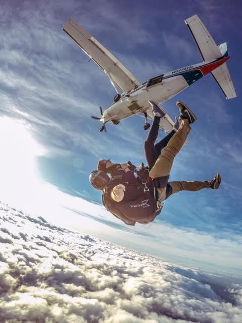 Airplane Tandem Skydiving in Oahu