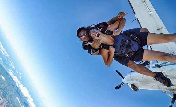 Oahu Tandem Skydiv Jumping