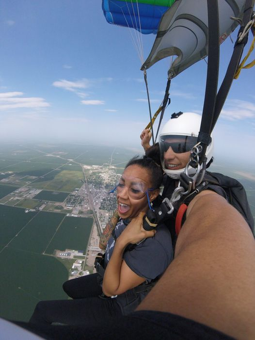 Tandem Skydiving in Lincoln