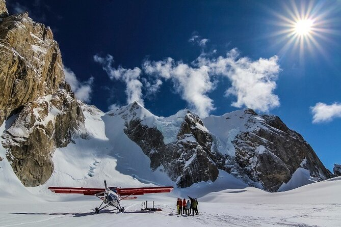Summit Flight Tour with Glacier Landing from Talkeetna