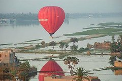 Luxor : Flying on Hot Air Balloon for Sunrise
